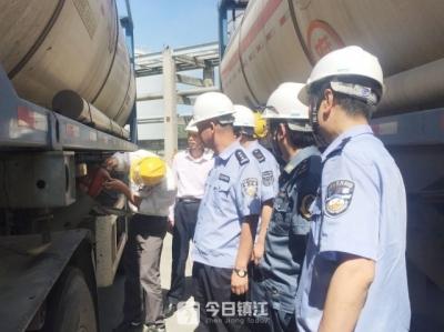 镇江新区多部门联合开展危化品运输企业安检