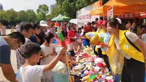 """""""99公益日""""爱心义卖活动在镇江新区体育公园成功举办"""