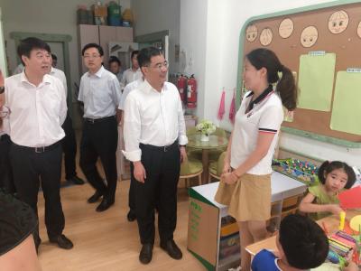 镇江市市长张叶飞走访慰问教育工作者:在教育岗位上创造出更好成绩