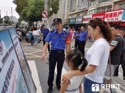 """丹阳城管""""护学岗""""  安全有保障"""