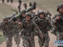 沿着中国特色强军之路阔步前进——党中央、中央军委领导推进国防和军队建设70年纪实