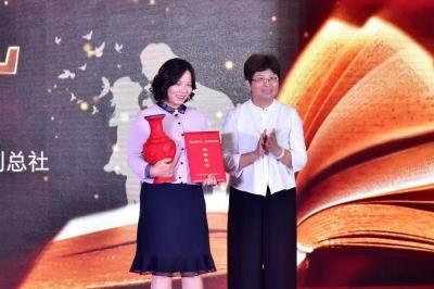 """江苏""""2019最美小学教师""""登上领奖台 他们这样""""点燃""""孩子童年智慧"""