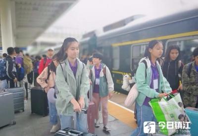 丹阳六中迎来129名新疆学子
