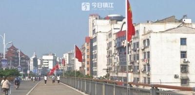 """丹阳城区""""国旗路""""引人点赞"""
