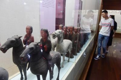 荆州古代精致生活文物展在镇江博物馆开展