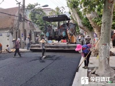 利用周六晴好天气摊铺作业 市区仁章路改造基本建成