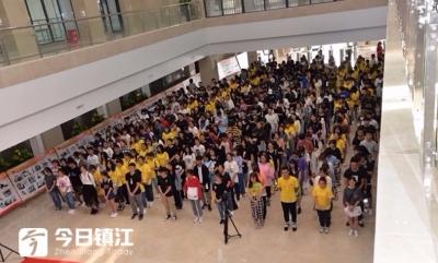 丹阳庆祝新中国成立70周年大型图片展开幕