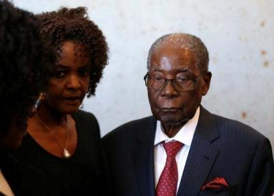 """津巴布韦政府授予前总统穆加贝""""国家英雄""""称号"""