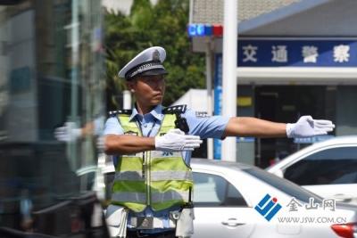我国日均18万人次警力确保中秋假期道路交通平稳有序