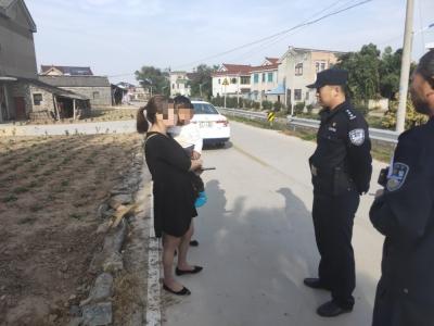 两岁男童独自离家迷路 警民暖心接力助其回家