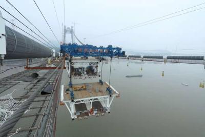 镇江长江大桥展开大节段钢梁架