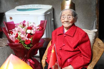 性格开朗 不生气 喜欢吃肉  镇江市区最年长老人迎来110周岁生日