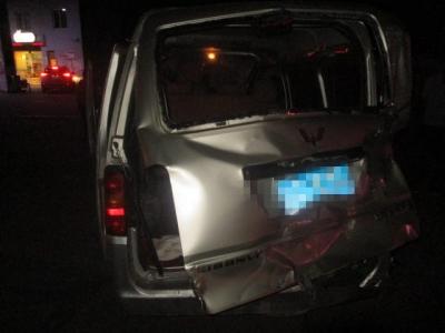 面包车占用对向车道超车 速度过快引发事故负全责