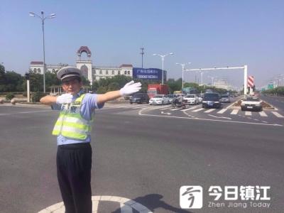 """国庆我在岗  镇江新区亮丽""""警""""色守护节日平安"""