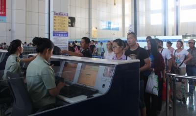 国庆假期前6天出入境人员1045万人次 同比下降11%
