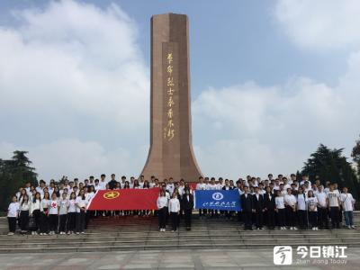 江科大学生参加镇江市烈士公祭日活动