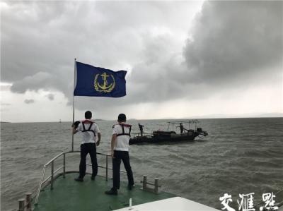 受台风外围影响,太湖全面封港