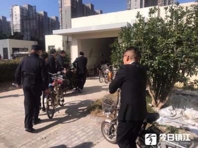 一公司铺面被20多户居民非法占用 镇江市中院强制清场