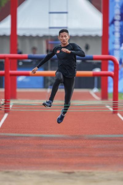 超越自己!潘玉程打破军事五项男子障碍跑世界纪录