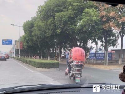 """好拉风!这辆破旧电动车竟是丹阳""""市长专车"""""""