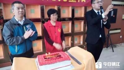 扬中公益组织和爱心企业共同举办红色之旅乐游会