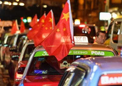 """香港出租车司机:暴乱足以叫我""""手停口停"""""""