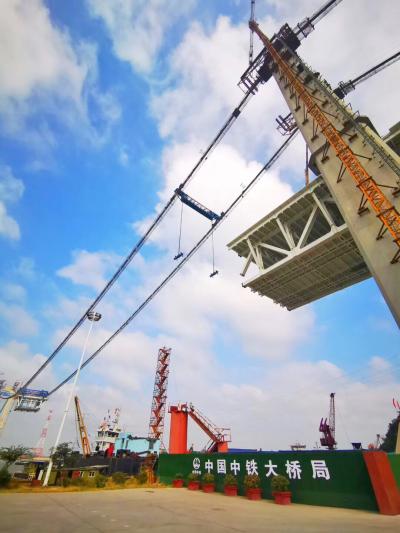 国庆假期400多人奋战一线  镇江长江大桥全力推进中