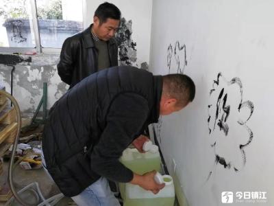 """""""黑加油站""""藏身废弃民房 丹阳警方拆除四个非法加油点"""