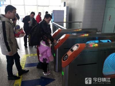 再见了,纸质车票!镇江辖内铁路站迈入电子客票时代