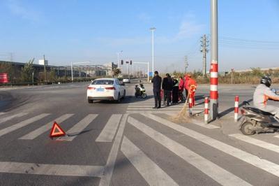 视频 | 电动车路口闯红灯被正常行驶车辆撞倒 电动车驾驶人负全责