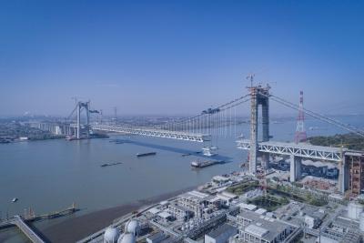 镇江长江大桥即将合龙  中跨钢梁第二阶段架设圆满完成