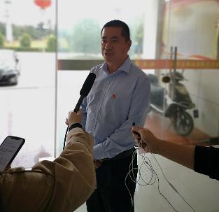 """利民惠民的""""领头雁"""" ——记扬中市利民村党委书记刘乔荣"""