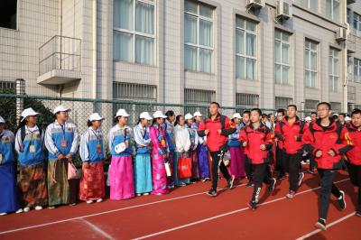 拉萨市第一中研学团师生 参观走访镇江实验学校