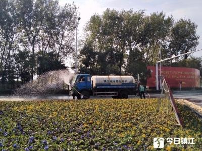 """50天超长秋旱行道花木""""喊渴"""" ! 绿化补水,连湖水都用上了"""