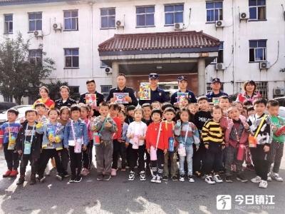 丹阳荆林中心幼儿园组织幼儿看秋景学知识