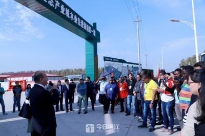 """加强林业产能合作 13个国家的学员来镇参观考察""""中林""""产业城"""