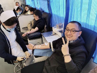 """记者节,""""老记""""撸袖献血"""
