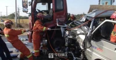 丹阳陵口镇李家村附近两车相撞 3人受伤