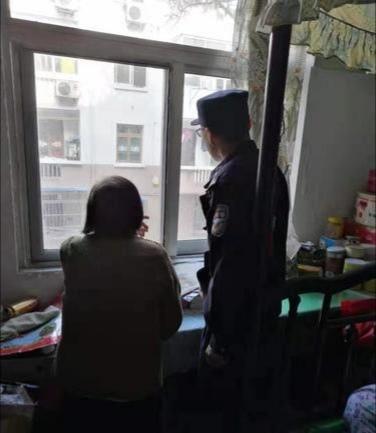 83岁老人多次报警被偷,民警每次来却和她聊天