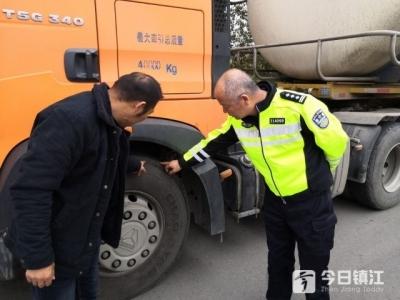 镇江新区交警深入危化品企业开展冬季交通安全检查督导