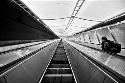 京张高铁今天正式运行 看记者近距离探访世界最深高铁车站