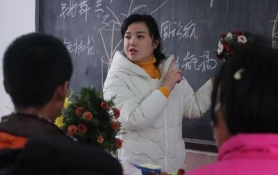 """暖心!镇江有位""""花仙子"""",3年自费为特殊孩子开设""""花艺课堂"""""""