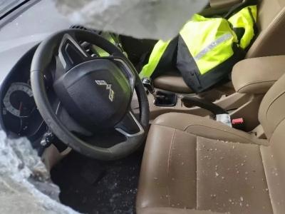 太猖狂!酒驾被查不知思过,为泄愤竟夜砸民警车辆泄愤!