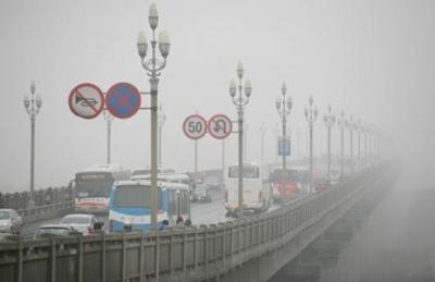 受雾霾天气影响,江苏这些高速路段实行特级交通管制