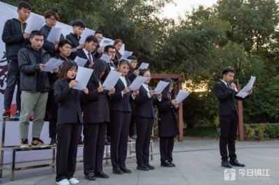 大学生朗诵《和平宣言》 铭记历史勿忘国耻