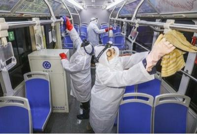 镇江公交车严格防疫 消毒无死角,工作戴口罩