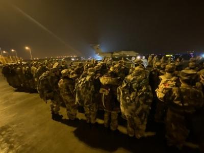 陆军军医大学医疗队连夜驰援武汉