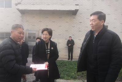 节前镇江市领导开展走访慰问活动