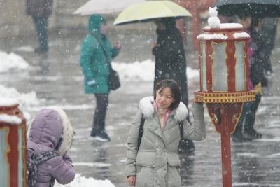 江苏淮北北部地区今天有小雨夹雪或小雪,明天全省多云天气为主