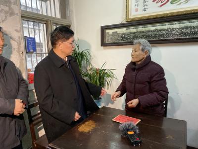 镇江市领导走访慰问困难劳模